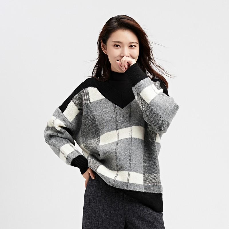 金苑2019冬装新款女装羊毛衫V领格子宽松慵懒风打底针织衫H951022