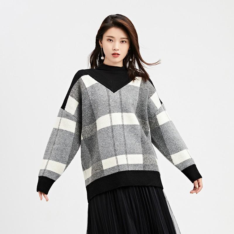 金苑2019冬装新款女装羊毛衫V领格子宽松慵懒风打底针织衫H951025