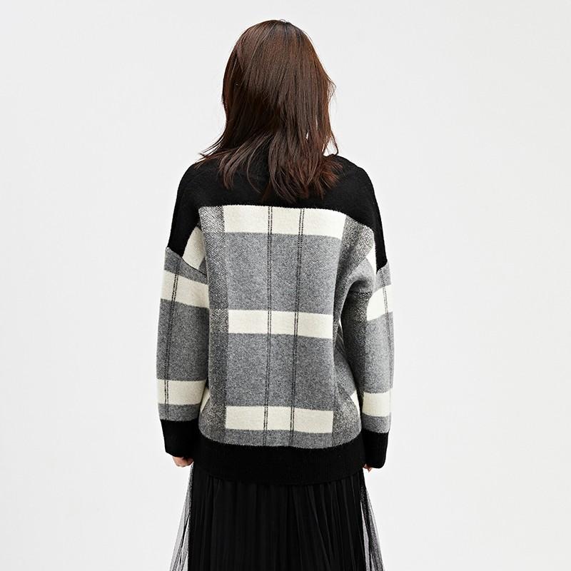 金苑2019冬装新款女装羊毛衫V领格子宽松慵懒风打底针织衫H951024